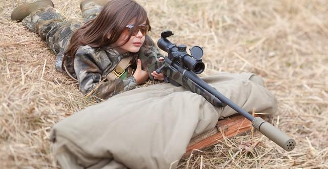 Meninas e Armas de Fogo