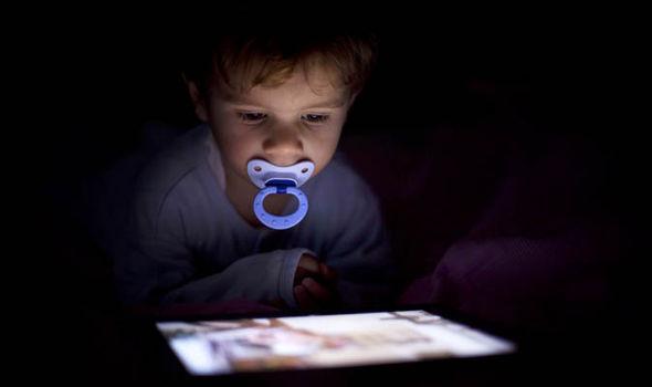 como-guiar-seu-bebe-na-tecnologia